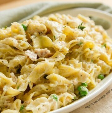 Easy Tuna Noodle Casserole. Easy to make comfort food that your family will love! by Life Currents